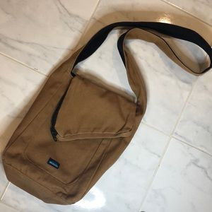 Kavu reversible crossbody black / brown bag. EUC!